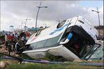 در اثر واژگونی اتوبوس زائران، 45 نفر زخمی شدند