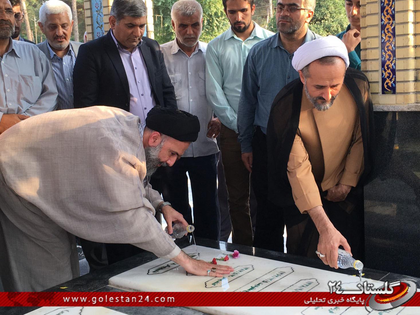 عطر افشانی مزار شهید طاهری (9)