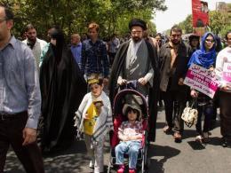 حضور فرزند رهبر معظم انقلاب در راهپیمایی روز قدس