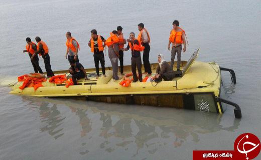 نجات سرنشینان یک اتوبوس از آب های خلیج فارس+عکس