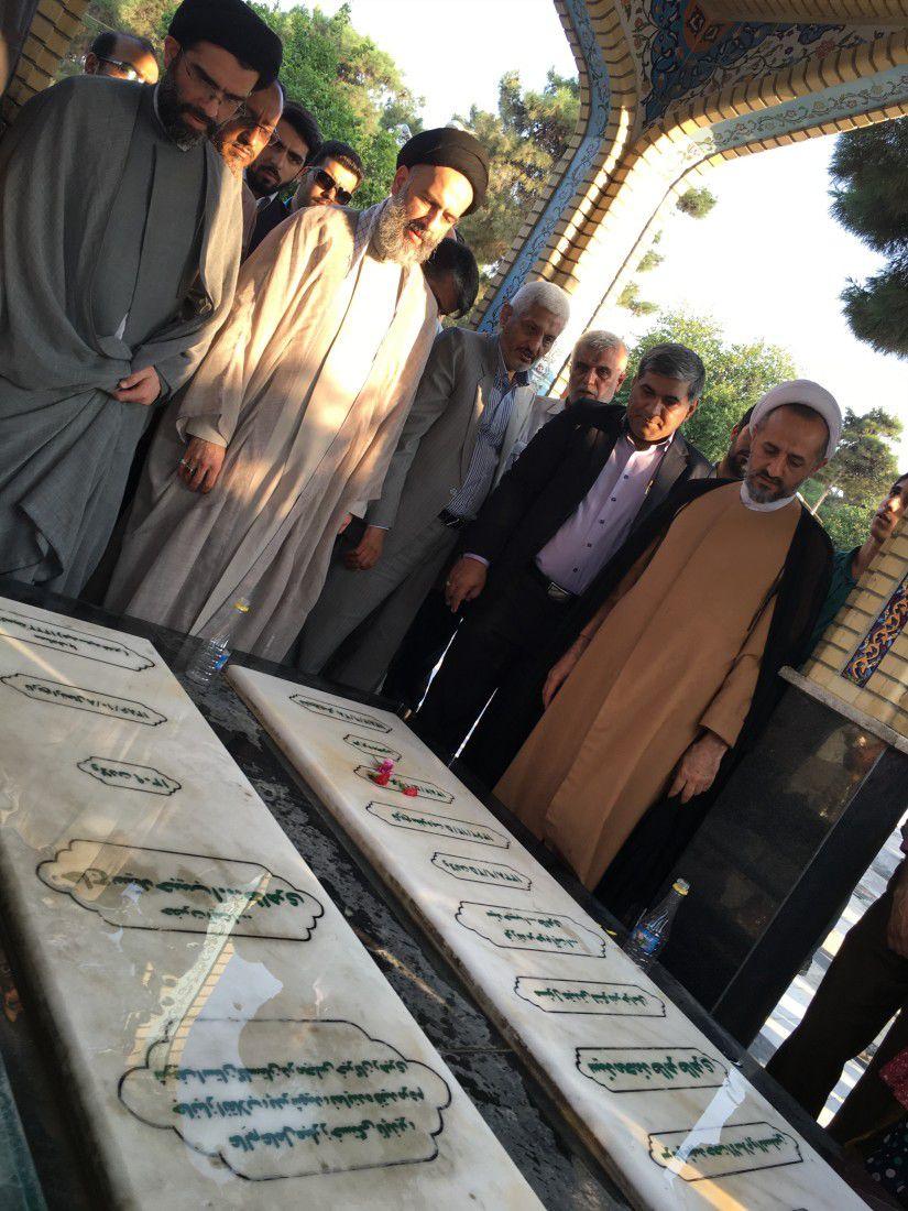 عطر افشانی مزار شهید طاهری (11)