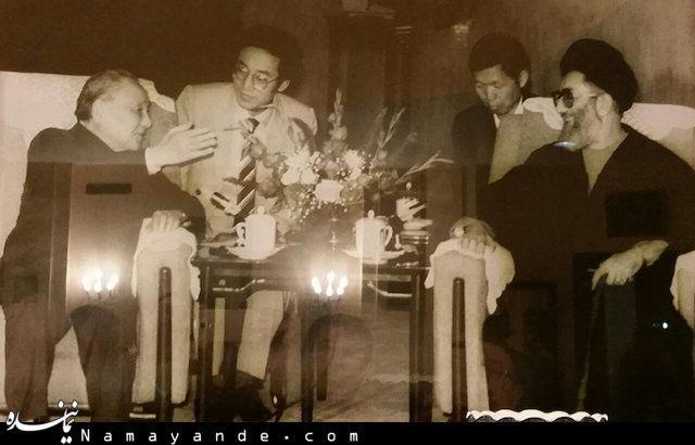 عکس رهبر انقلاب در چین
