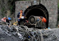 فیلم؛ اعتراض شدید خانواده های کارگران معدن یورت ازادشهر به روحانی
