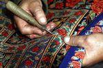 تقدیر از خانم خدیجه پقه از فعالان فرش دستباف استان گلستان، در جشنواره گره زرین