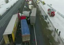 تصادف زنجیرهای 76 خودرو با 32 زخمی + فیلم