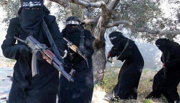 زنان داعشی برای مجازات گاز می گیرند