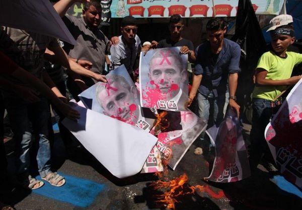 فلسطینیهای خشمگین تصاویر اوباما، پرز و نتانیاهو را به آتش کشیدند