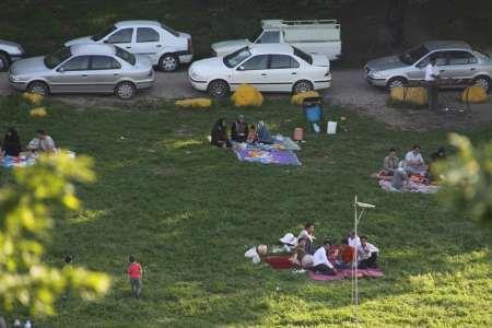 مسافران نوروزی و مردم گلستان به دامن طبیعت رفتند