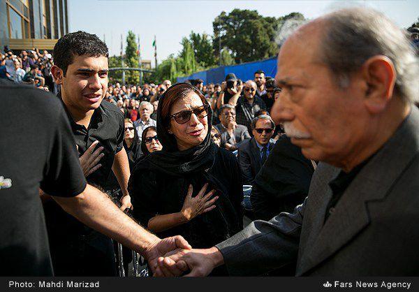 عکس/ اشک های لیلی رشیدی در مراسم تشییع داوود رشیدی